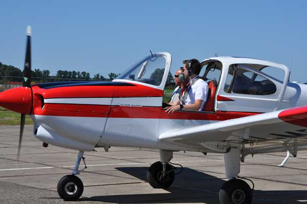 Personeelsuitje vliegen op Lelystad
